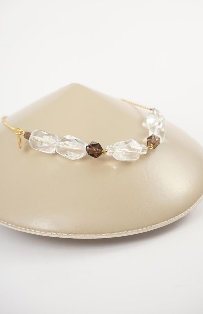 collar plata con gemas color marrón