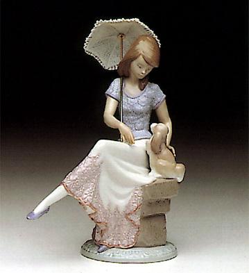 dama con sombrilla sentada