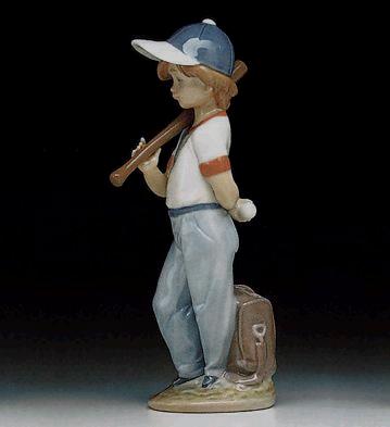 chico jugando al béisbol