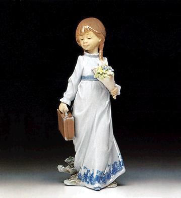 niña con maleta y flores