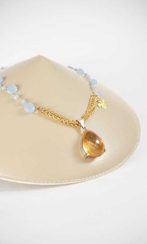 collar plata azul y amarillo