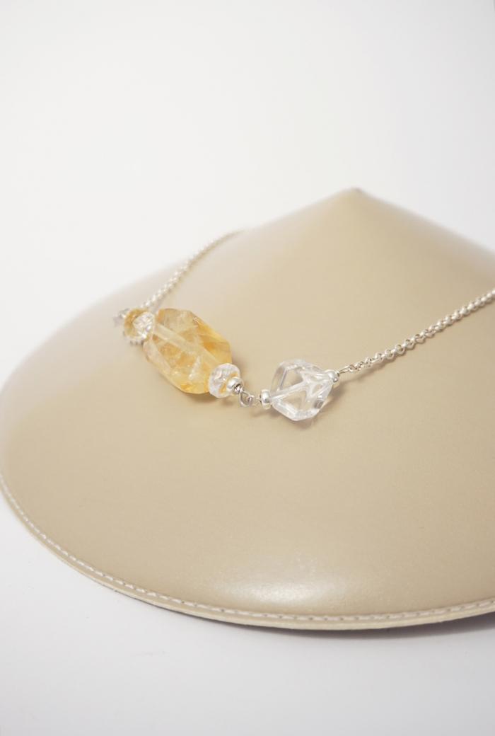 collar de plata amarillo