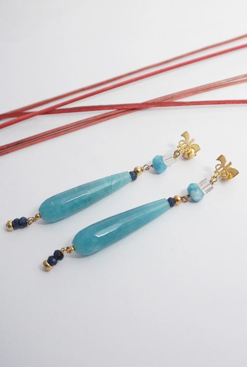 pendientes largos de color azul