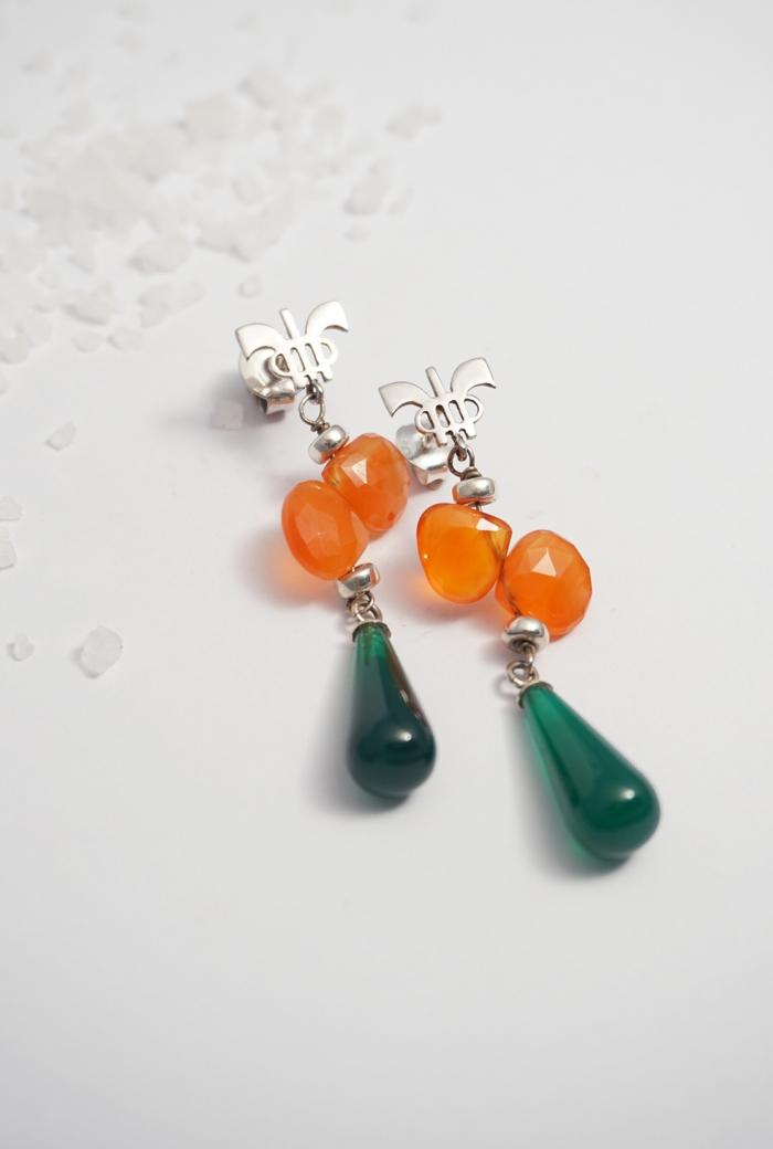 pendientes naranjas y verdes