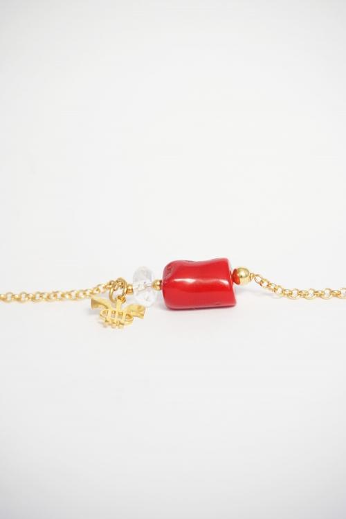 pulsera dorada y roja