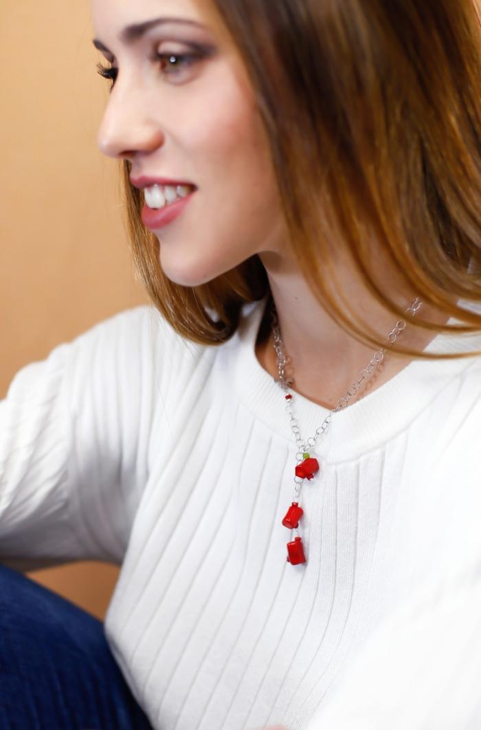 collar plata y gemas rojas