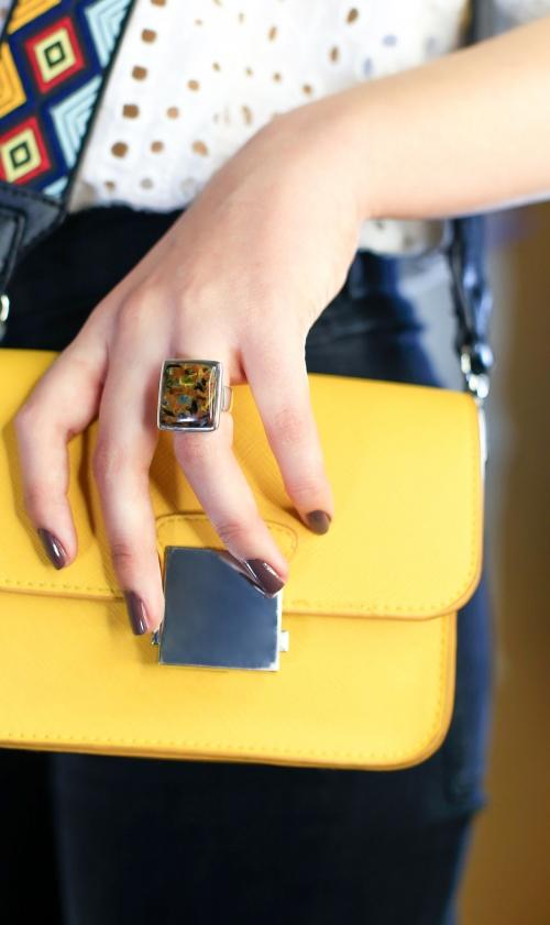 anillo piedra azul y marrón dorado