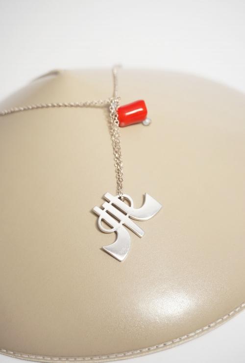 colgante plata y piedra roja