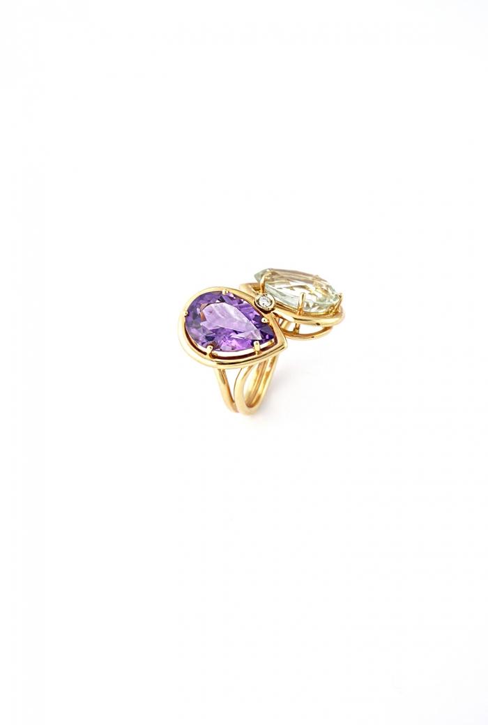 anillo verde y violeta