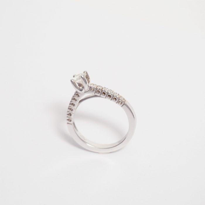 solitario diamante anillo