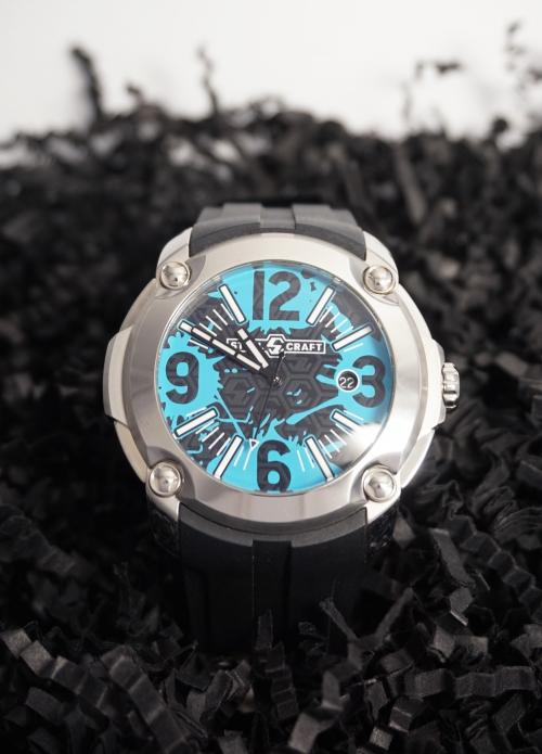 reloj negro y azul redondo