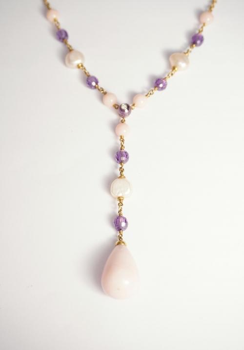opalo rosa con amatistas y perlas en oro amarillo