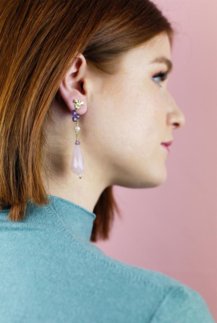 pendientes largos con gemas rosas
