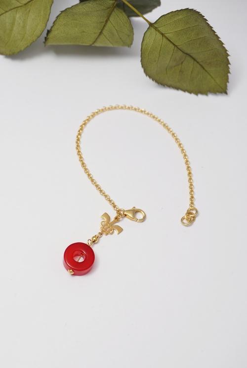 pulsera dorada de plata y gema roja