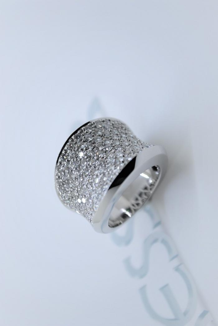 anillo pave de brillantes en oro blanco