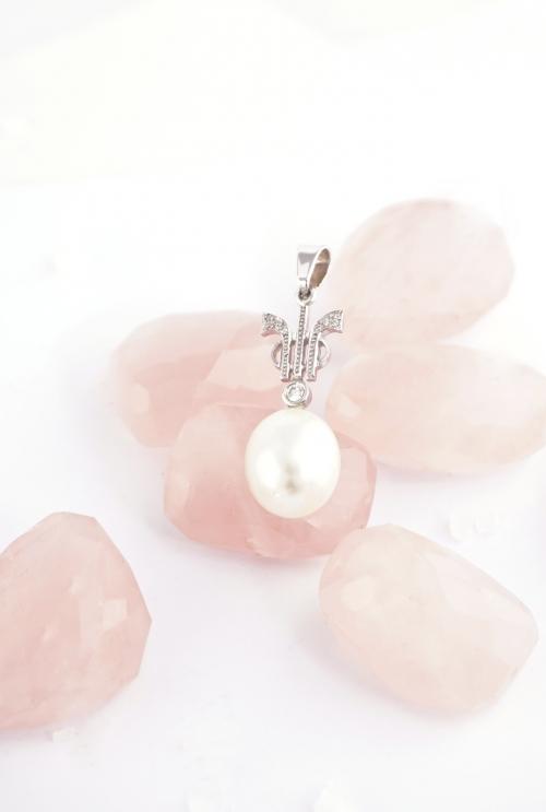 colgante perla y diamantes