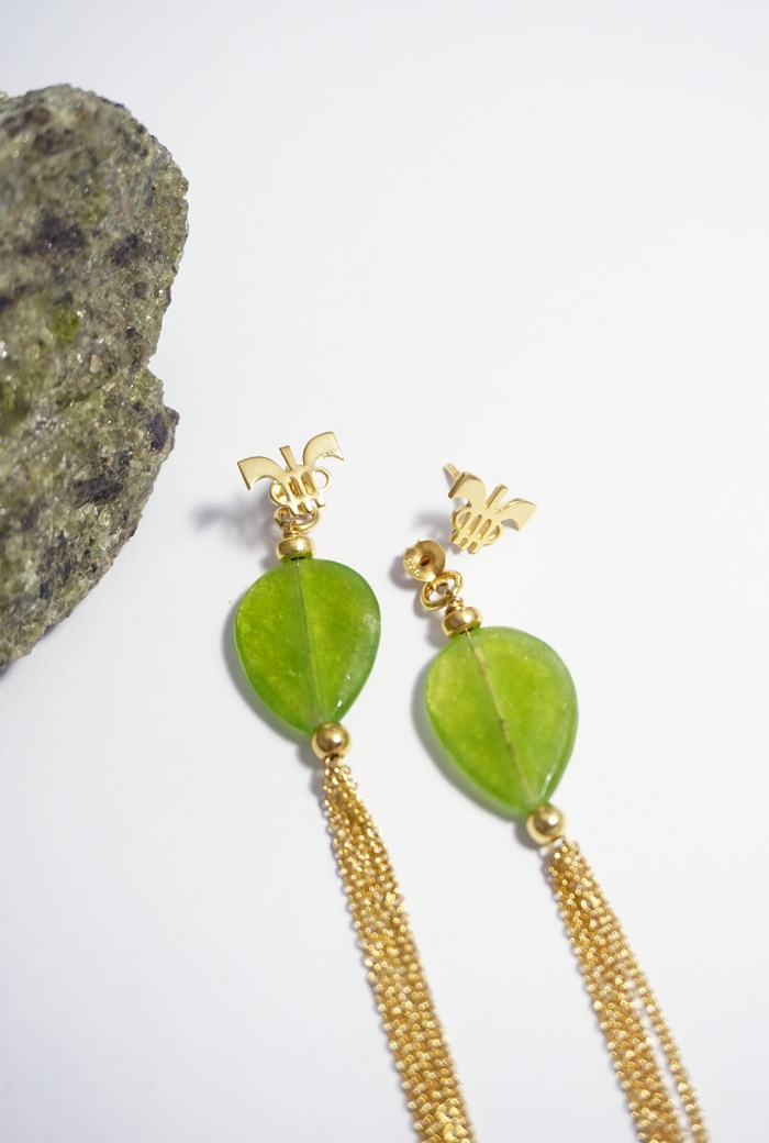 pendientes cuarzos verdes montados en plata dorada