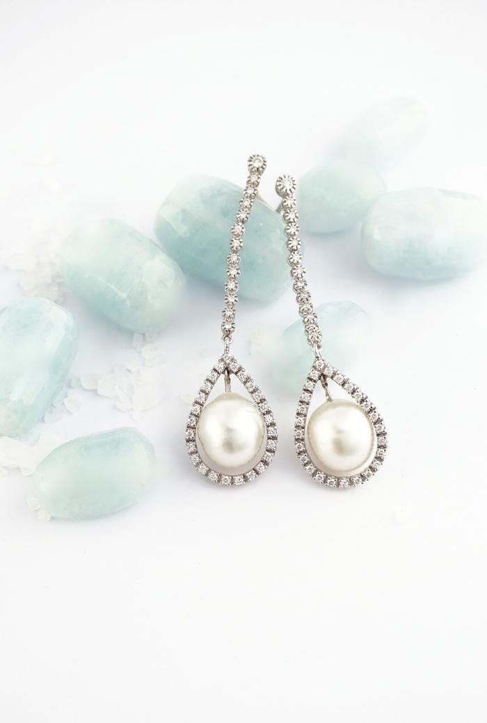 pendientes largos con perlas y diamantes