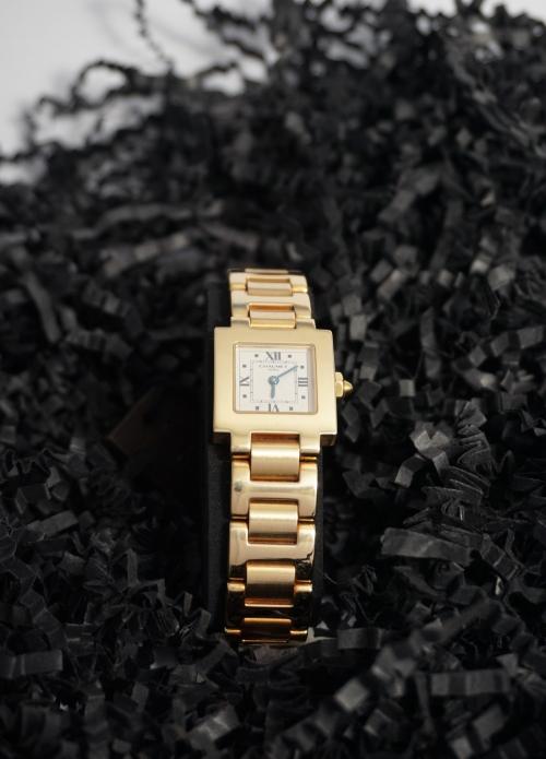 Reloj de oro para mujer caja cuadrada y brazalete de oro amarillo