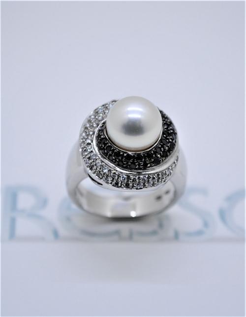 anillo blanco y negro