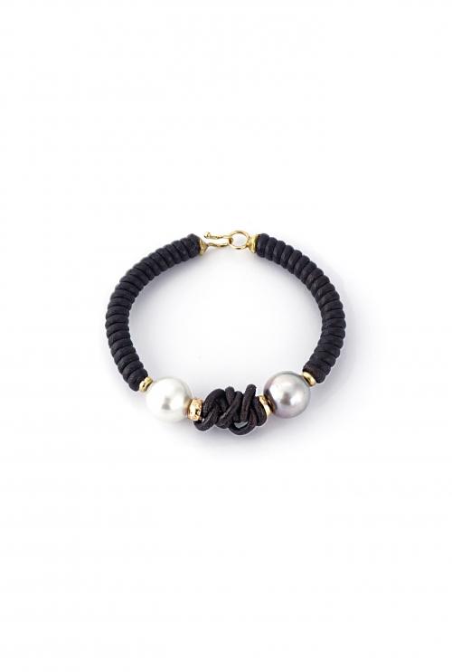 brazalete cuero y perlas